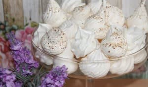 Meringues nature et noisette