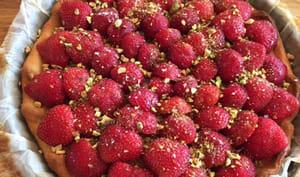 Tarte aux fraises, crème d'amandes et pistaches