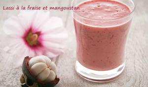 Lassi à la fraise et mangoustan