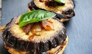 Tatin d'aubergines, poires et oignons confits