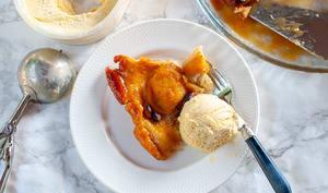 Tarte Tatin de pêche au Calvados et pistaches