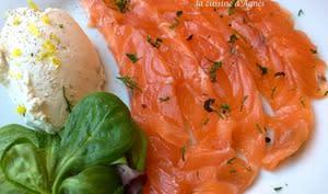 Gravlax de saumon au citron et au poivre timut et sa crème fouettée citronnée