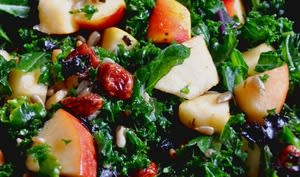 Salade de chou kale, pommes et cranberrys