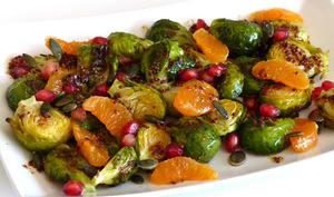 Salade tiède de choux de Bruxelles à la clémentine et à la grenade