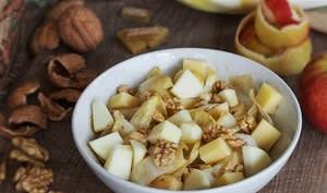 Salade d'endives au comté, pommes, noix et raisins secs