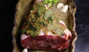 Joyeuses Pâques ! Celui qui rate la cuisson de l'agneau va au coin !