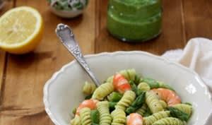 Salade de pâtes, asperges, fèves et crevettes