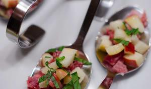 Cuillères au jambon de Parme, à la pomme et à la menthe fraîche