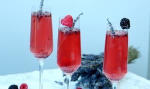 Cocktail de Vouvray à la lavande et crème de mûres