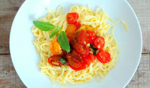 Fettucini aux tomates cerises, basilic, parmesan