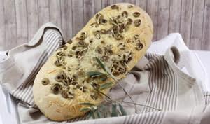 Fougasse au comté et aux olives vertes