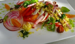 Salade colorée tomates-mozzarella, vinaigrette façon gaspacho