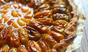 Tarte aux prunes reines-claudes, mirabelles, et sirop au curry