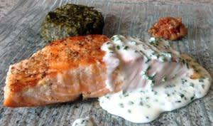 Pavé de saumon grillé à la crème de ciboulette
