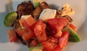 Poulet mariné au vinaigre balsamique et au miel, salade d'avocat