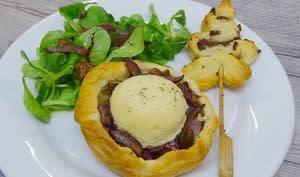 Tartelettes feuilletées oignons rouge, châtaignes et fromage Chavignol et ses petits sapins feuilletés à la tapenade