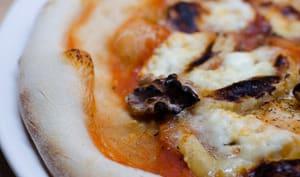 Pizza au crottin de Chavignol, aux noix et au miel