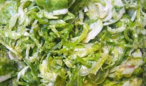 Salade de choux de Bruxelles crus