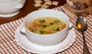 Bouillon aux ravioles de Royans à la julienne de légumes