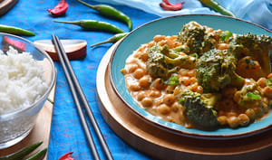 Curry Massaman de brocolis et pois chiches