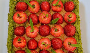 Sablé breton, fraises de Plougastel et caramel au beurre salé