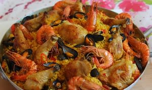Paëlla fruits de mer, poulet et chorizo