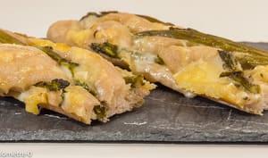 Baguette garnie aux asperges vertes et au fromage à raclette