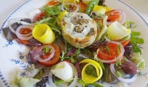 Salade de coeurs d'artichauts gratinés au Roquefort et aux pignons grillés