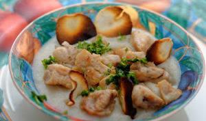 Duo de ris de veau et Saint Jacques sur une crème de topinambours et chips de topinambours
