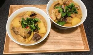 Petit curry d'aubergine et de pomme de terre