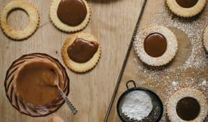 Linzer cookies tonka et caramel au beurre salé