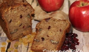 Cake aux pommes râpées, noix de pécan et cranberries