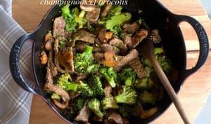 Boeuf sauté au saté, champignons et brocolis