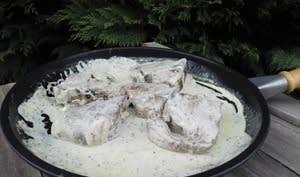 Côtes d'agneau, sauce à l'ail et au thym