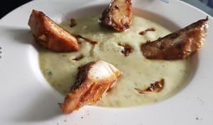 Poisson maigre à l'ail et sauce Soja avec crème de courgettes