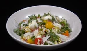 Salade de couscous perlé à la mozzarella et au thon fumé