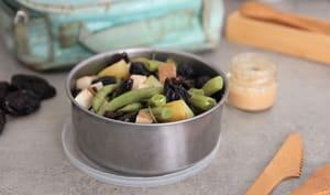 Salade de haricots verts, pommes de terre, tofu fumé, pruneaux et olives