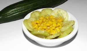 Salade de concombre et de maïs aux saveurs asiatiques