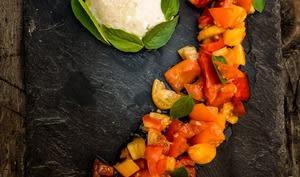 Salade de tomates mozzarella et basilic
