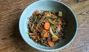 Wok de soba aux légumes