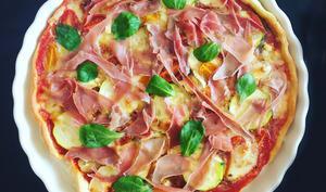 Pizza au pesto, chèvre et jambon cru