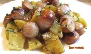 Saucisses de Francfort et pommes de terre au Munster