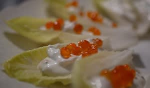 Endives à croquer avec oeufs de truite et citron caviar