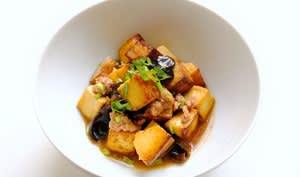 Tofu sauté porc haché et champignons noirs