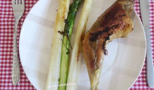 Cuisses de poulet marinées au coca et asperges au grill plancha