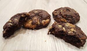 Cookies chocolat et pépites de cacahuètes