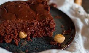 Brownie vegan au chocolat noir et noisettes grillées