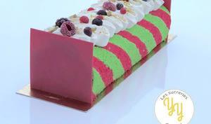 Bûche torsade pistache fruits rouges
