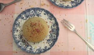 Pancakes à la farine de coco, thé matcha et fleur d'oranger