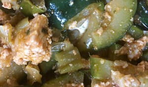 Courgettes épicées au tofu